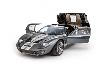 Ford-GT40-2004